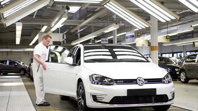 Die Produktion des Golfs im Volkswagen-Werk Wolfsburg