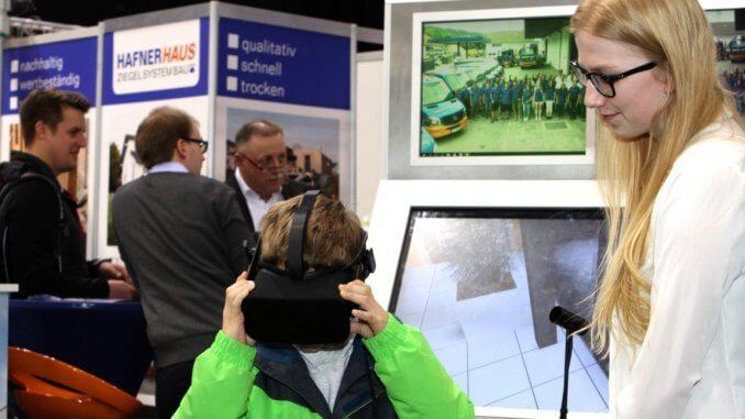 Hausbesichtigung mit einer Brille für Virtual Reality