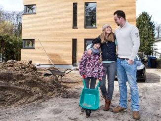 aMit Zuschüssen können Bauherren die finanzielle Eigenbelastung senken