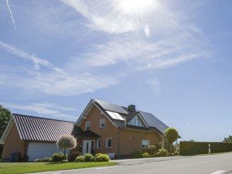 Mit einer Photovoltaik-Anlage auf dem Dach zum eigenen Energieversorger
