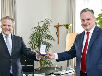 Oberbürgermeister Dr. Christian Scharpf (rechts) und sein Vorgänger Dr. Christian Lösel